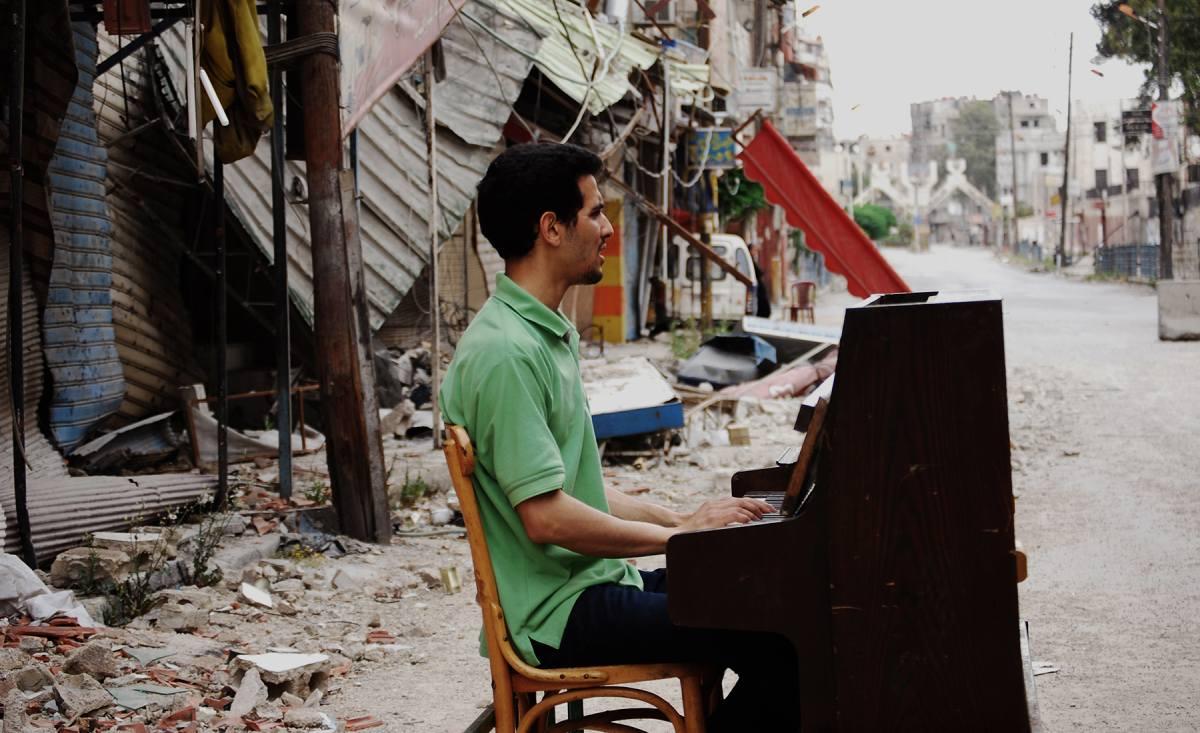 La storia di Aeham Ahmad, il pianista siriano